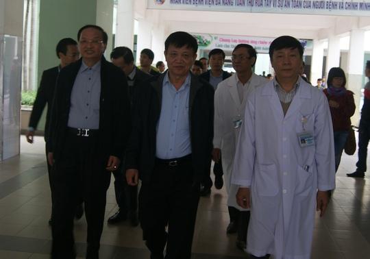 Bộ trưởng Nguyễn Thị Kim Tiến đến thăm ông Nguyễn Bá Thanh