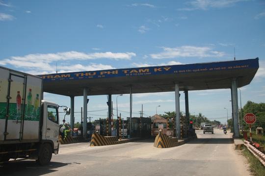 Tỉnh Quảng Nam yêu cầu dừng thu phí nhưng 10 ngày nay, trạm thu phí Tam Kỳ vẫn ngang nhiên thu phí các phương tiện