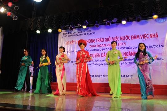 Các thí sinh trong Hội thi Duyên dáng áo dài do Công đoàn ngành Y tế TP HCM tổ chức