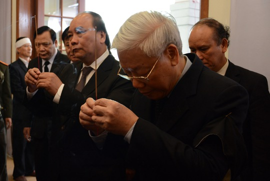 Tổng bí thư Nguyễn Phú Trọng và Phó thủ tướng Nguyễn Xuân Phúc viếng ông Nguyễn Bá Thanh