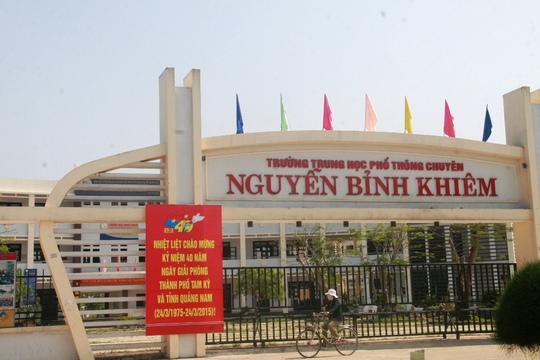 Sở GD-ĐT tỉnh Quảng Nam khẳng định việc ém tiền thưởng của HS trường Trường THPT chuyên Nguyễn Bỉnh Khiêm thuộc trách nhiệm của hiệu trưởng trường
