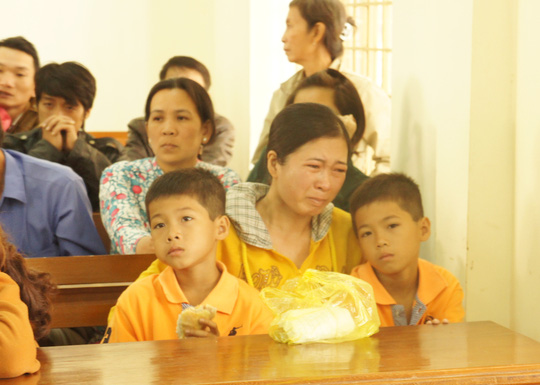 Vợ con của bị cáo Vũ cũng có mặt tại phiên xét xử.