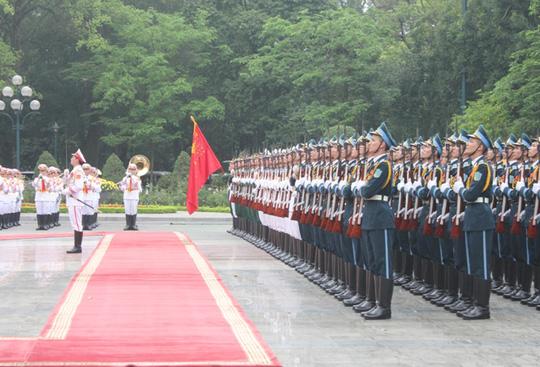 Lễ đón Thủ tướng Nga diễn ra trang trọng theo nghi thức cấp Nhà nước