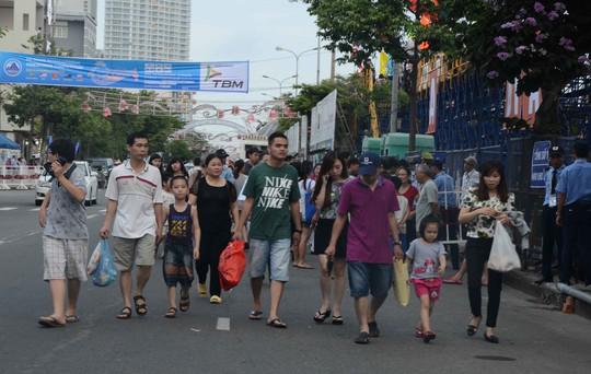 Dòng người nô nức về Đà Nẵng xem pháo hoa