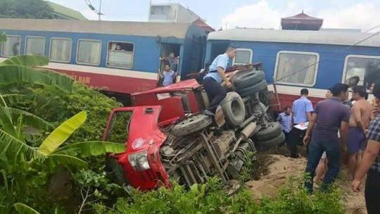 Hiện trường vụ tai nạn đường sắt