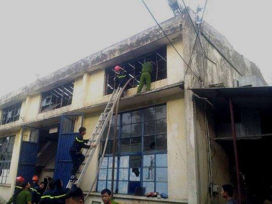 Hàng trăm chiến sỹ tham gia chữa cháy