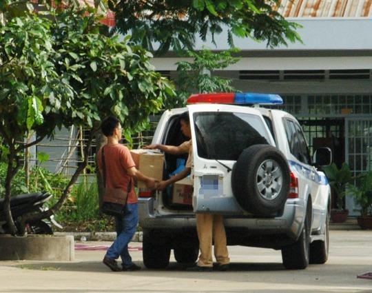 Vật chứng, chứng cứ, tang vật phục vụ điều tra được cơ quan chức năng đưa lên xe