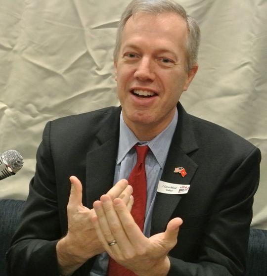 Đại sứ Mỹ tại Việt Nam Ted Osius cho biết ông rất hãnh diện được mang phù hiệu người tham gia hiến máu trên ngực áo vì nó chứng tỏ ông vừa tham gia hiến máu cứu người