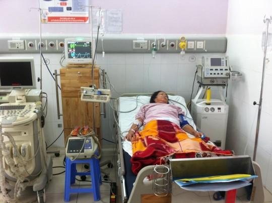 Bà Q. trong quá trình được điều trị truyền thuốc tiêu sợi huyết.