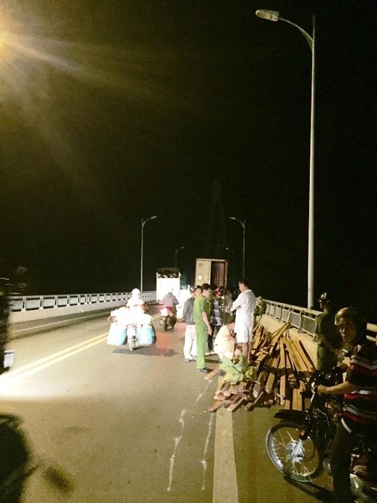 Hiện trường vụ tai nạn xảy ra vào sáng sớm 20-6
