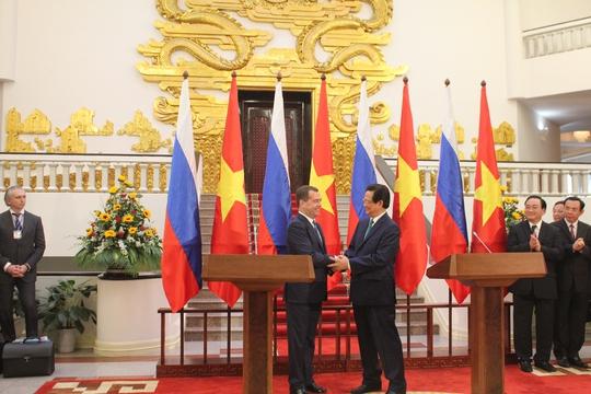 Hai Thủ tướng thống nhất cần nhanh chóng tìm các biện pháp phù hợp phấn đấu đưa kim ngạch hai chiều lên mức 10 tỉ USD vào năm 2020