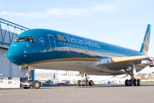 Lạ mắt với máy bay bụng vàng của Vietnam Airlines