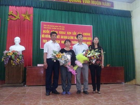 Tòa xin lỗi, dân vỗ tay hoan hô ông Nguyễn Thanh Chấn
