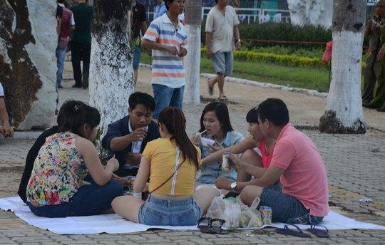 Tổ chức tiệc trước giờ pháo hoa khai hội