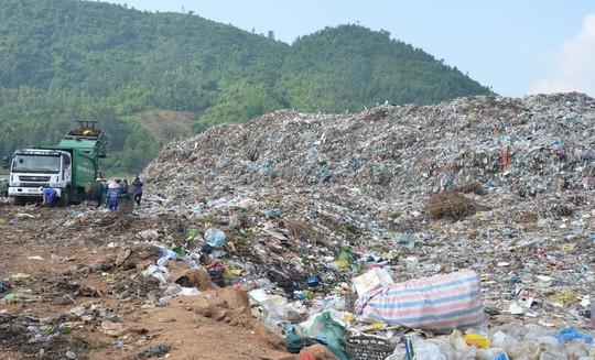Bãi rác Khánh Sơn hết chỗ chứa, Đà Nẵng tính nâng cấp chứ không di dời - Ảnh 1.