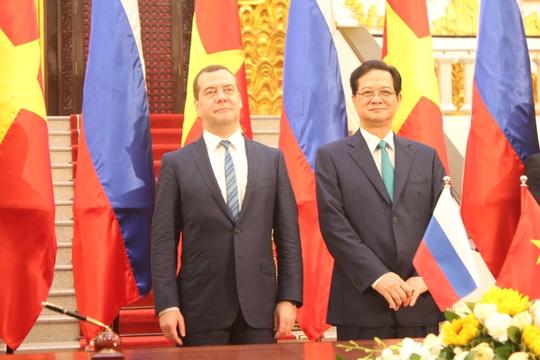 Hai Thủ tướng chứng kiến Lễ ký kết 8 văn kiện hợp tác