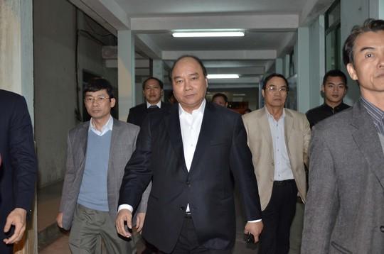 Ông Nguyễn Xuân Phúc thăm ông Nguyễn Bá Thanh tại Bệnh viện Đà Nẵng tối 13-1