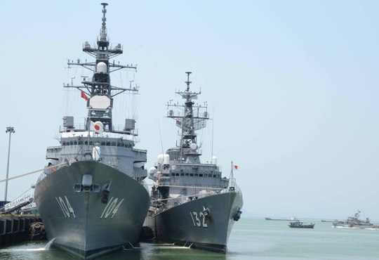Hai khu trục hạm hiện đại của Lực lượng tự vệ bờ biển Nhật Bản cập cảng Tiên Sa