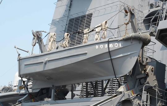 Thuyền cứu hộ được trang bị trên tàu