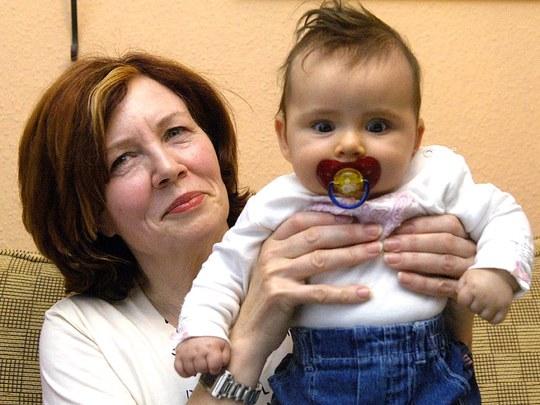 Annegret Raunigk từng gây tranh cãi khi sinh con gái ở tuổi 44
