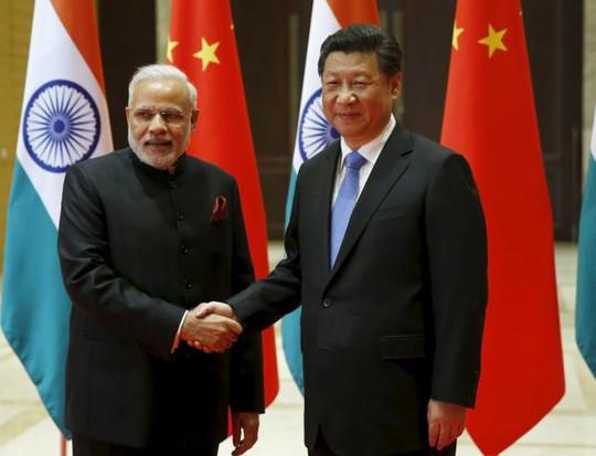 Ông Narendar Modi gặp gỡ Chủ tịch Tập Cận Bình. Ảnh: Reuters