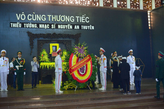 Tang lễ nhạc sĩ An Thuyên được tổ chức theo nghi thức quân đội
