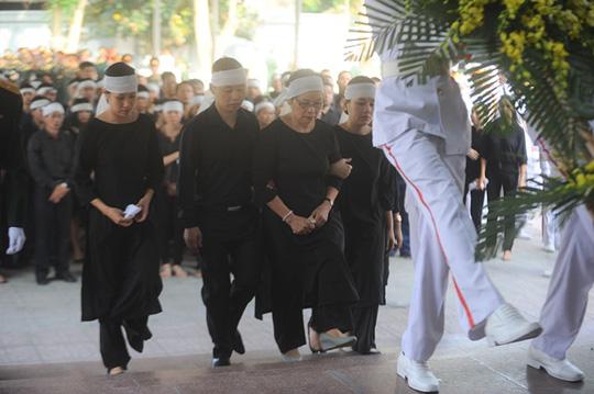 bà Huyền Lâm, vợ nhạc sĩ An Thuyên và các con buồn đau vô hạn trước sự ra đi của nhạc sĩ