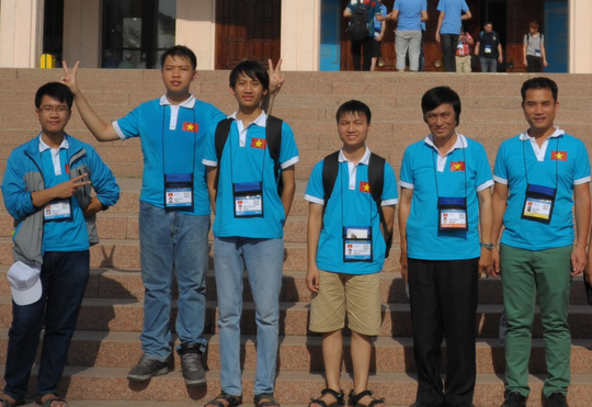 Đoàn học sinh Việt Nam dự