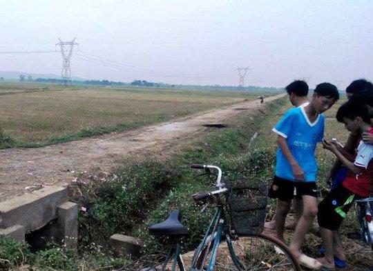 Khu vực cánh đồng nơi 2 mẹ con chị Nguyễn Thị Bé bị sét đánh chết thương tâm