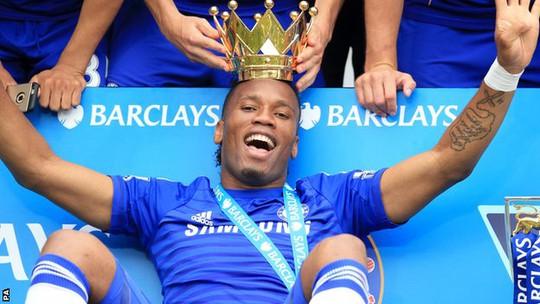 Drogba trong một lần đăng quang Premier League cùng Chelsea