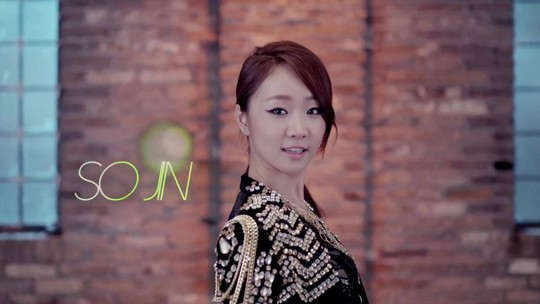 Nữ ca sĩ Hàn Quốc nhảy lầu tự tử