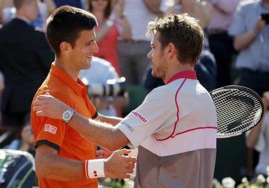Nếu không có gì bất ngờ, đương kim vô địch nam Djokovic (trái) có thể sẽ gặp Wawrinka ở bán kết Ảnh: REUTERS