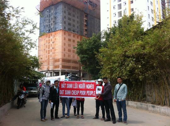 Khách hàng mua căn hộ tại dự án chung cư Gia Phú phản ứng về việc Công ty Bất động sản Đất Xanh Đông Á bán một căn hộ cho nhiều người