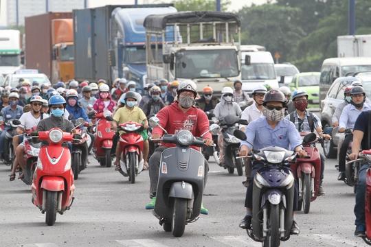 Người dân TP HCM sẽ phải đóng phí bảo trì đường bộ đối với xe máyẢnh: HOÀNG TRIỀU