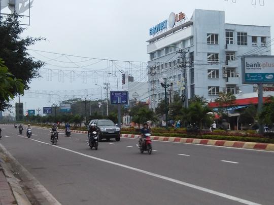 Băng rôn với khẩu hiệu phản cảm trên đường Trần Hưng Đạo đã được tháo xuống vào sáng 5-1