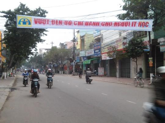 Băng rôn khẩu hiệu phản cảm được treo tại khu vực ngã tư Mai Xuân Thưởng - Nguyễn Tất Thành (ảnh đăng trên báo) đã được tháo xuống từ tối hôm qua ngay sau khi Người Lao Động Online đăng.