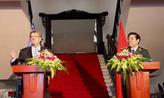 Hai Bộ trưởng đồng chủ trì họp báo