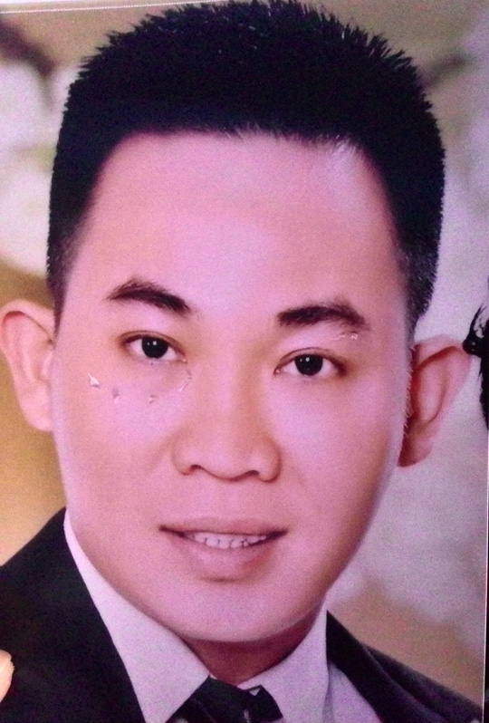 Chân dung Trần Xuân Vinh được in ra hàng loạt sau khi án mạng để lực lượng chức năng truy bắt.
