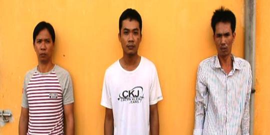 Từ trái sang, gồm: Trí, Dũng và Phú khi bị bắt giữ
