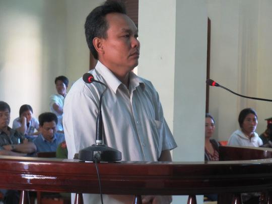 Bị cáo Nguyễn Minh Quyền đang bị xét hỏi