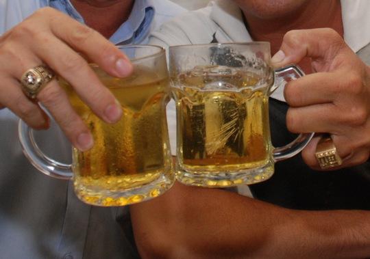 Vui xuân, uống rượu bia vừa phải. Ảnh: Tấn Thạnh