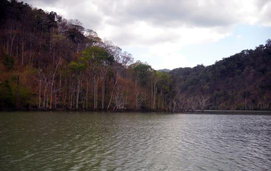 Dòng sông Sê Sa Nan, nơi kình ngư 74 tuổi Qúach Trọng Hoan vớt nạn nhân (ảnh go gia đình cung cấp)