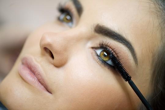 Không được dùng mascara quá hạn sử dụng