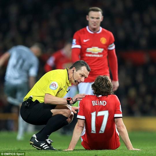 Blind nhều khả năng vắng mặt trong trận làm khách Preston vì chấn thương