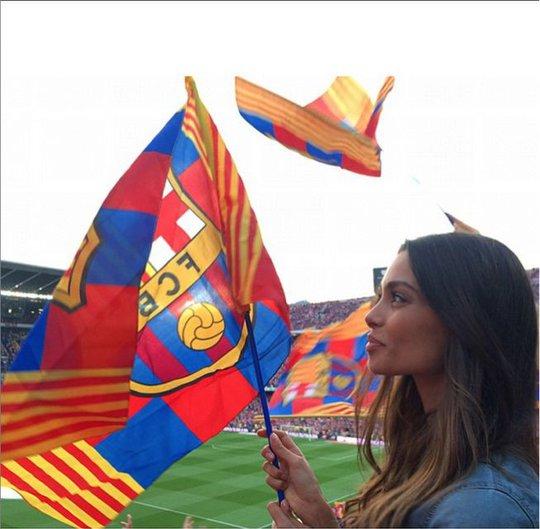 Yêu Dani Alves nên Sanz cũng mê Barca dù cô sinh ra tại Tenerife