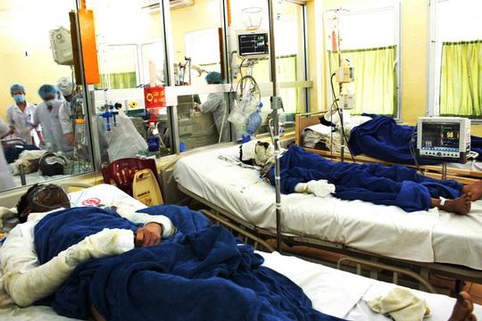 Những người đưa 6 bệnh nhân bỏng nặng nhập viên đã bỏ đi ngay sau đó mà không cung cấp thông tin gì