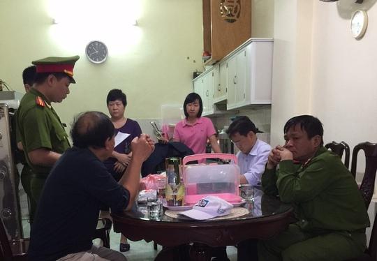 Cơ quan điều tra đang làm việc với đại diện Công ty Nam Phát - Ảnh do cơ quan điều tra cung cấp