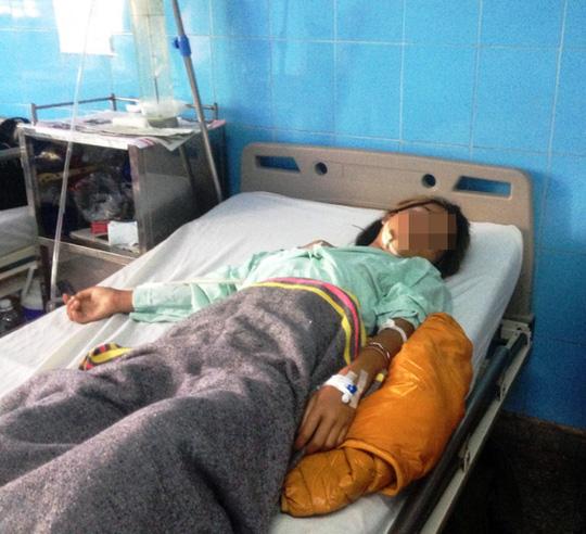 Bé Y Minh đang được điều trị tại bệnh viện - ảnh: S.Đào