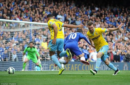 Cầu thủ xuất sắc nhất nước Anh Eden Hazard một lần nữa lại tỏa sáng với bàn thắng duy nhất đưa Chelsea vô địch sớm 3 vòng đấu
