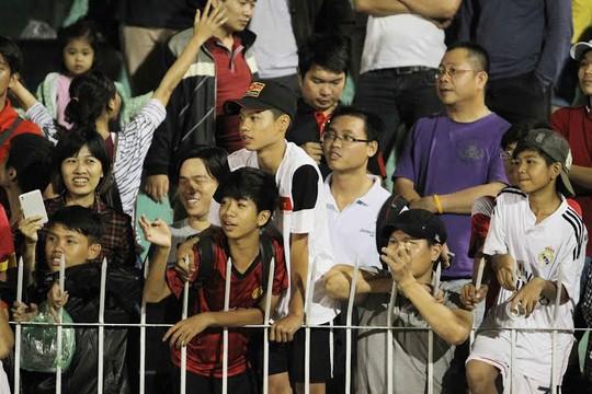 Mê Olympic Việt Nam, CĐV bất chấp nguy hiểm